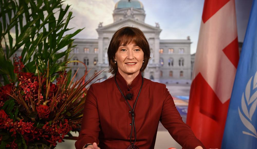 L'ambassadrice Pascale Baeriswyl ouvre la soirée et salue les participant.e.s.